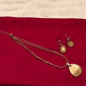 Jewelry - Tan Oval Necklace & Earrings